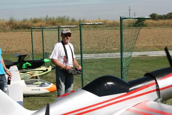 flugtag-2012-0051C32554B8-7134-59BA-A463-8EA2EC8E22ED.jpg